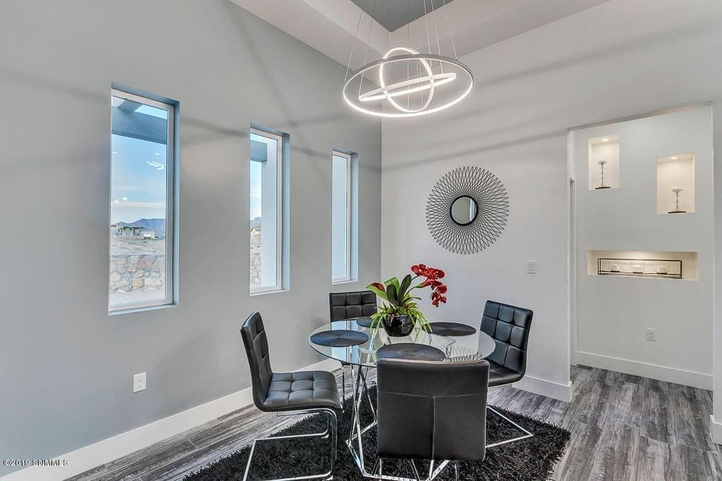 Interior shot of dining area in 2190 Pacifico Court