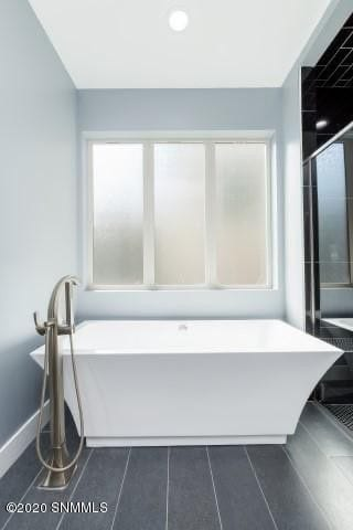 2964 Maddox Loop master bath tub