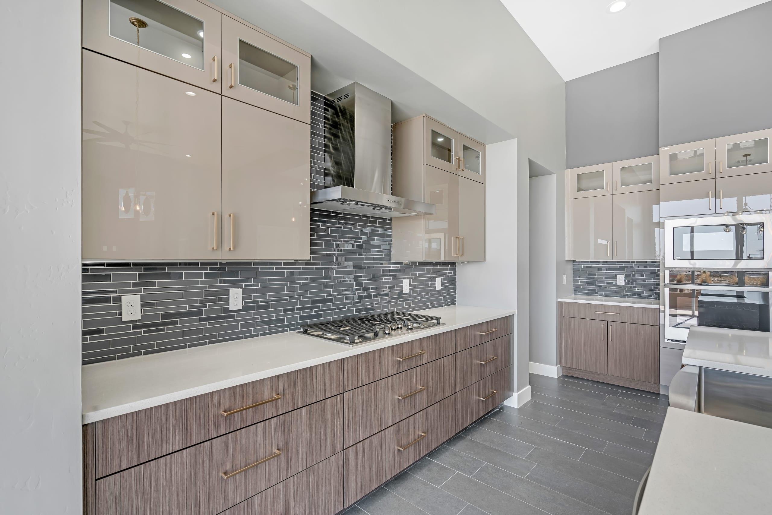2914 East Springs - Kitchen - Range