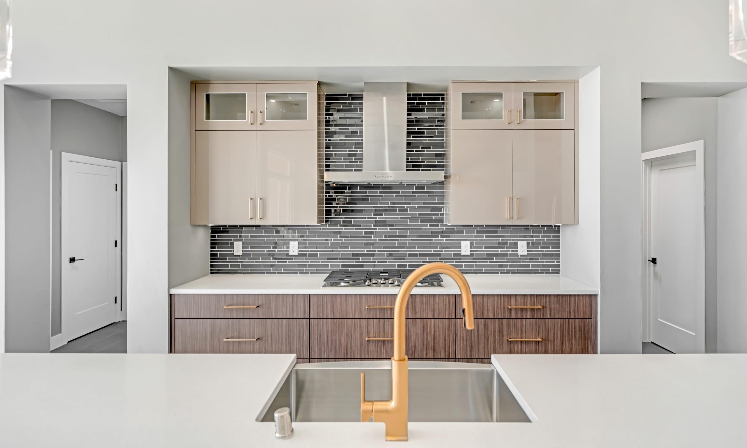 2914 East Springs - Kitchen Sink - Faucet - Range - Cabinents
