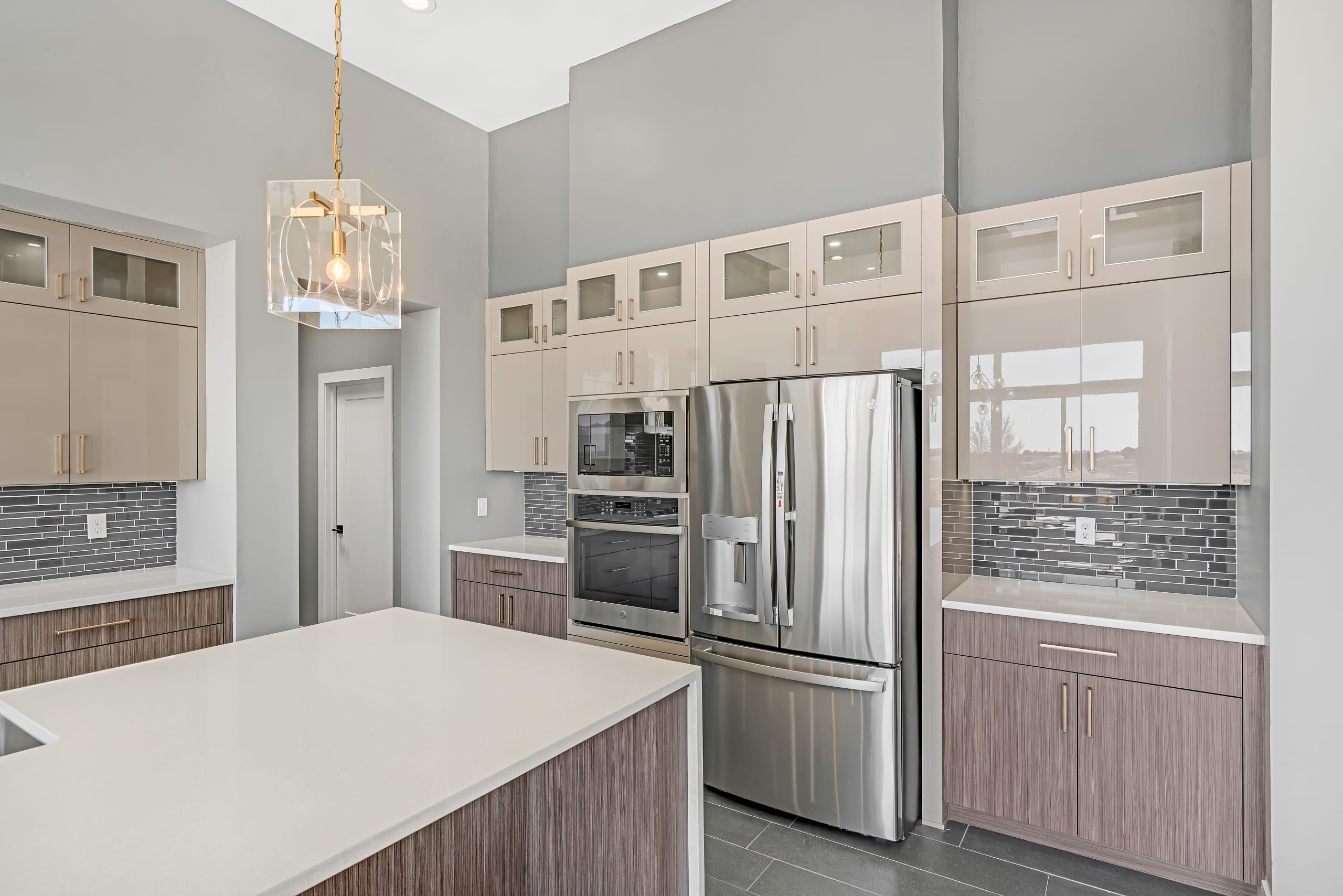 2914 East Springs - Cabinets - Stainless Steel Appliances - Oven - Microwave - Fridge